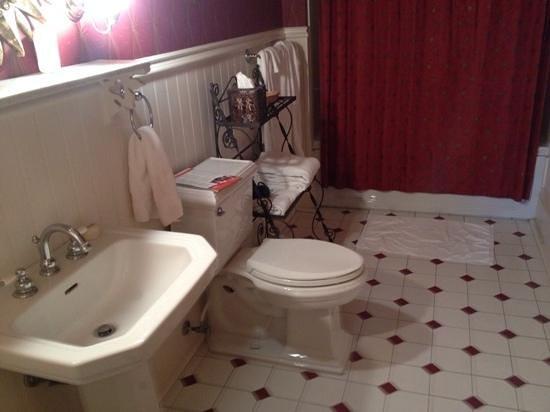 Maison Perrier : The bathroom.