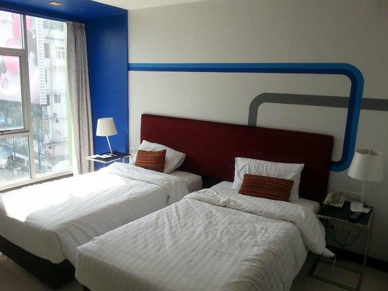 FX Hotel Metrolink Makkasan : bedden