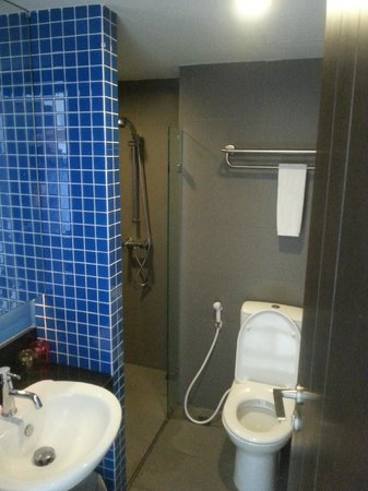 FX Hotel Metrolink Makkasan : badkamer