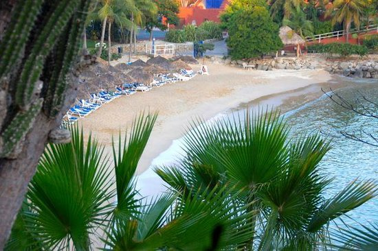 Las Brisas Huatulco: Sports beach.