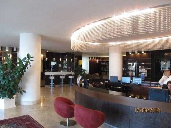 Laguna Palace Hotel: Вестибюль и рецепция