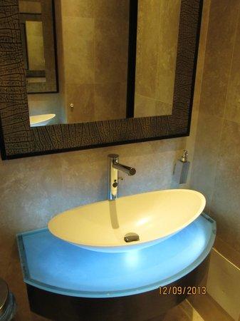 Laguna Palace Hotel: Красивый общий туалет