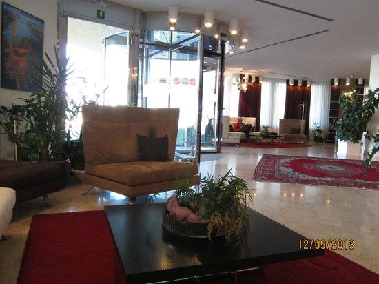 Laguna Palace Hotel: Вестибюль