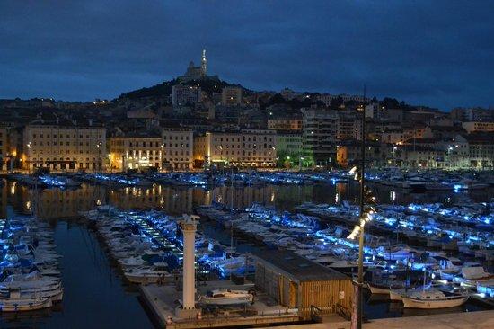 Hôtel La Residence du Vieux Port : Depuis son lit....quelle merveille
