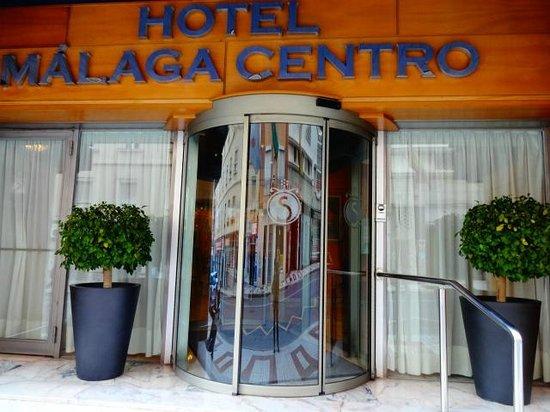 Salles Hotel Malaga Centro: entrada