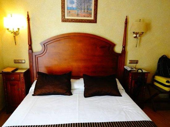 Salles Hotel Malaga Centro: quarto