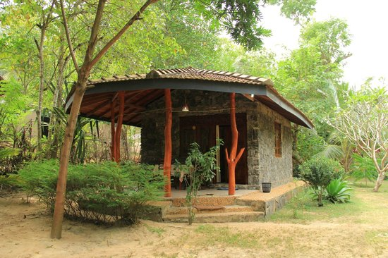 Green Garden Cabanas & Resort : наше бунгало снаружи