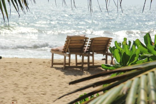 Green Garden Cabanas & Resort : пляж чистый и пустынный