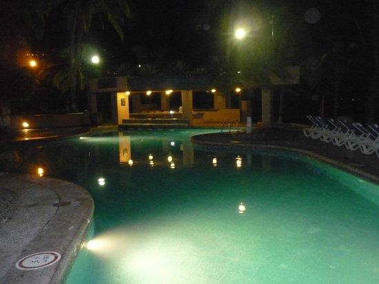 Barcelo Ixtapa : Pool at night