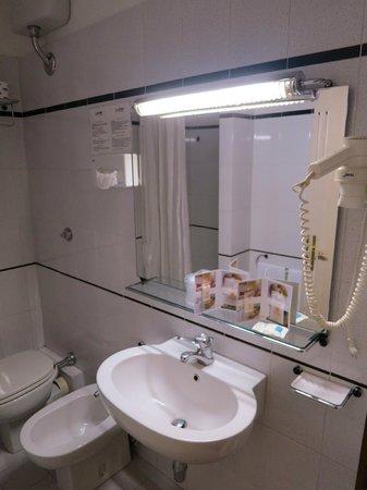 Hotel Alcide: Bathroom