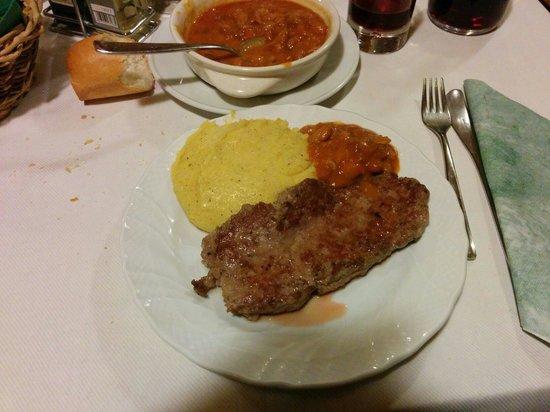 Agritur La Trisa: Salamella con polenta e fagioli