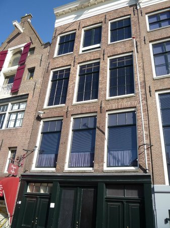 Maison Anne Frank : Front of her home