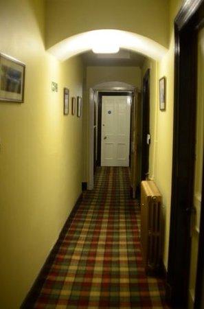 Rowan Tree Country Hotel: corridor by room 14