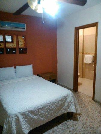 Hotel Franco: hotel familiar, estacionamiento, t.v., a/c, precios accesibles