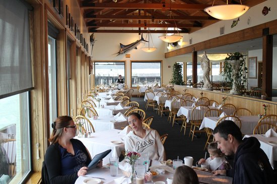 The Tides Wharf Restaurant: The main dining room at the Tides.  The bay is a few feet left.