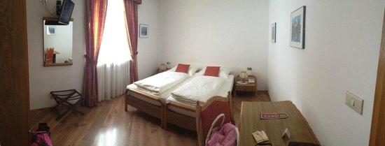 Hotel Garni Vajolet: Letti! Stanza 18