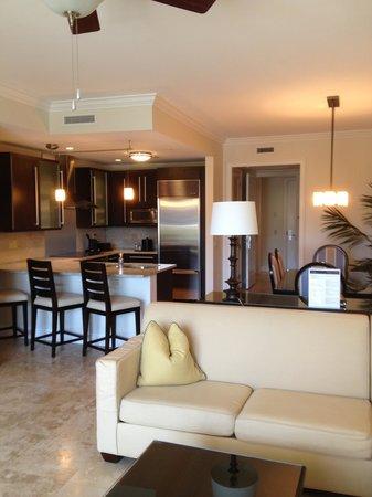 Key West Marriott Beachside Hotel: Living/Kitchen Area