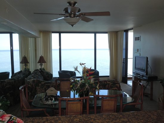 Aston Mahana at Kaanapali : living room/ dining room