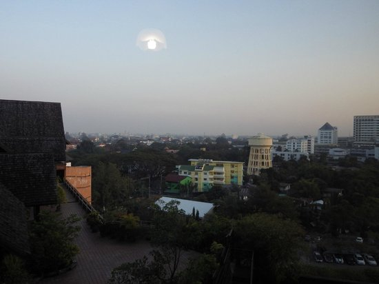 Lotus Hotel Pang Suan Kaew: vue de la chambre