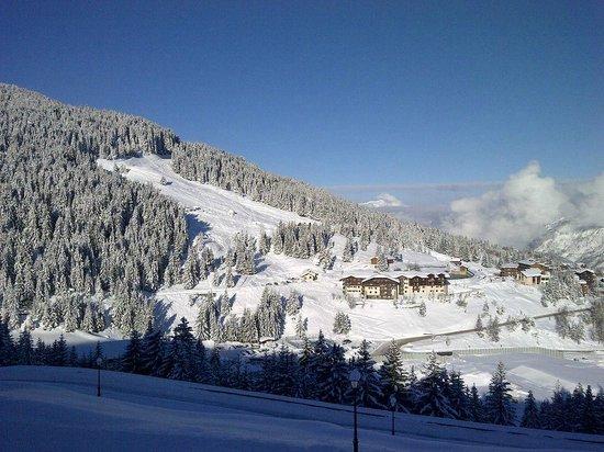 Les Montagnettes, Les Chalets de la Mouria: View from bottom of complex