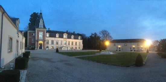 Domaine de Moresville : Château de Moresville à la tombée de la nuit