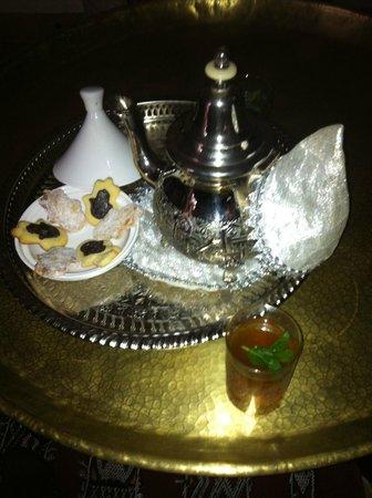 Riad Quara : petit moment de plaisir dans la salle a manger