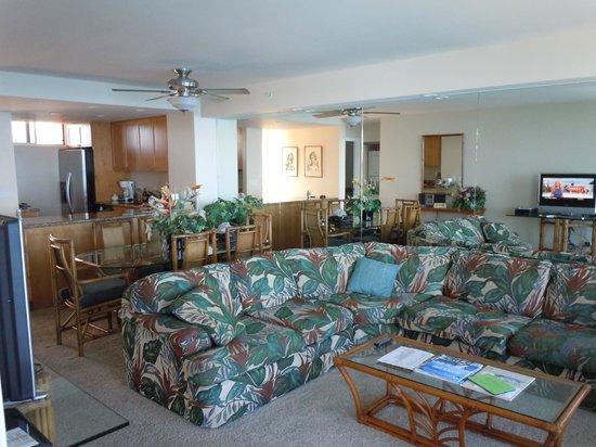 Aston Mahana at Kaanapali: living/ dining room