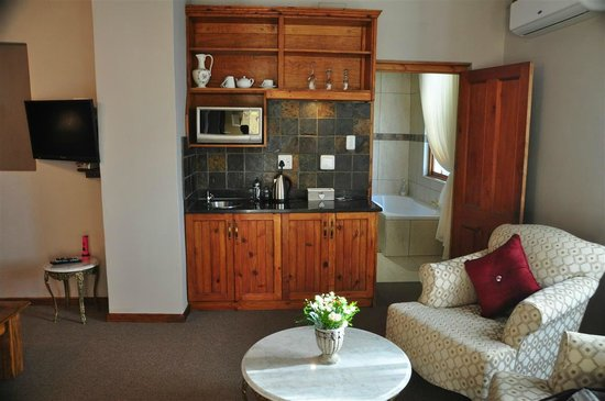 De Denne Country Guest House : Zimmer mit kleiner Küchenzeile