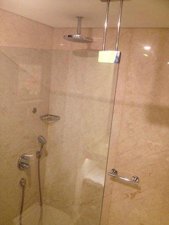 Istanbul Gonen Hotel: душ