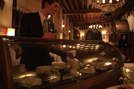 Hotel de la Cite Carcassonne - MGallery Collection : в ресторане отеля велик выбор сыров