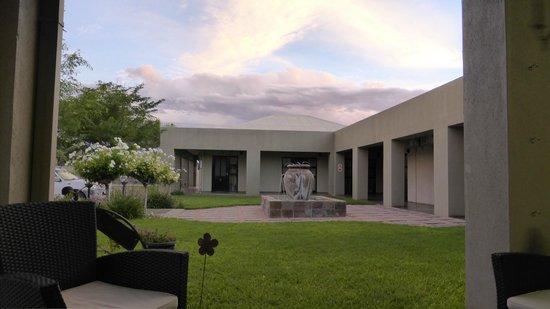 Hadassa Guest House: Cortile interno ingresso alla camere