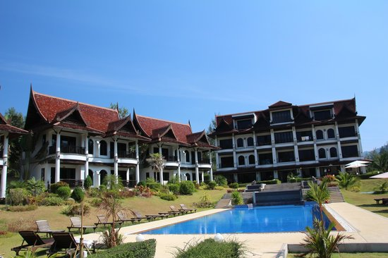 Khao Lak Riverside Resort & Spa : Looking from the beach side to the hotel