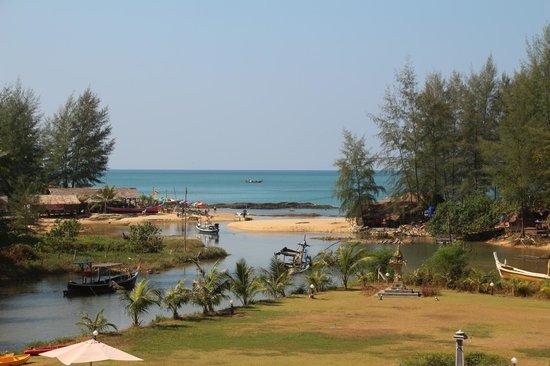 Khao Lak Riverside Resort & Spa: View to the beach