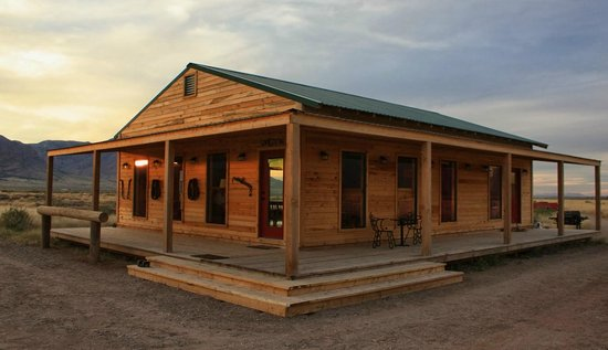 Hideout Ranch : The Red Dog : the center of the ranch where we eat and listen stories and country music