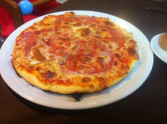 Restaurante Tito: Pizza normalita tirando a mala