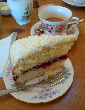 Elsies Traditional Tea Room: Yummy Bakewell Victoria sponge cake