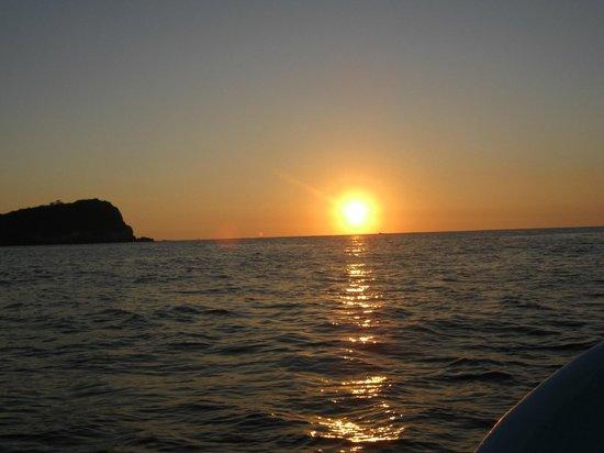Las Brisas Huatulco: AHHHHH sunrise heading out on fishing trip