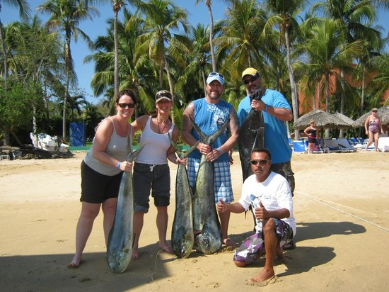 Las Brisas Huatulco: Our Catch....Pablo drops you off on the activites beach!