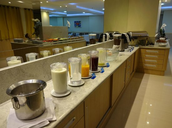 Elegance Praia Hotel : Breakfast Buffet