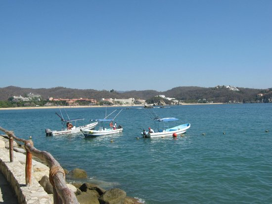 Las Brisas Huatulco: PABLO by the main beach...he is AWESOME