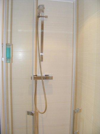 Holiday Inn Mulhouse: douche à l'italienne