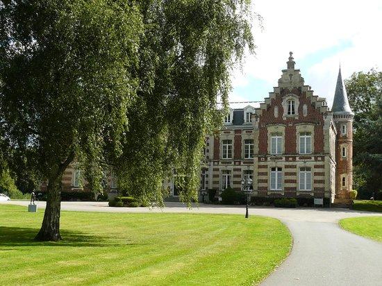 Hôtel Château Tilques : Avant du château