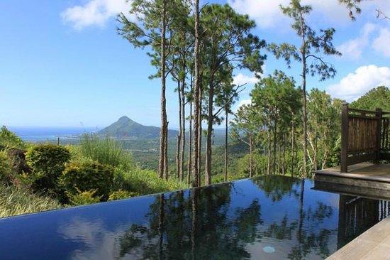 Lakaz Chamarel Exclusive Lodge: Vue de piscine privée Suite Sea View