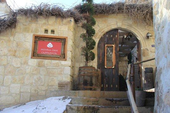 Mithra Cave Hotel: вход в отель