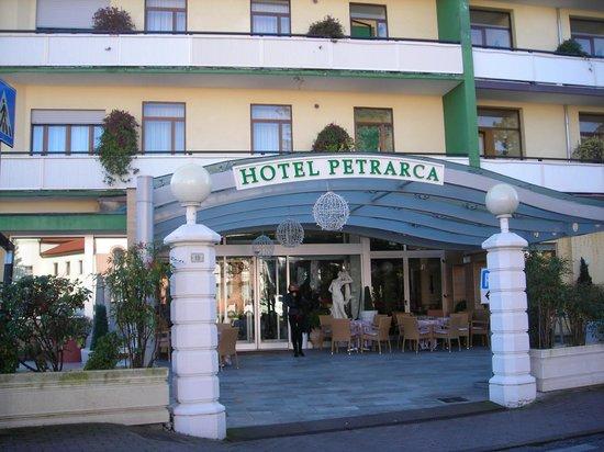 Ingresso hotel foto di petrarca hotel terme montegrotto terme tripadvisor - Petrarca piscine prezzi ...
