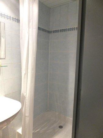 Hotel des Carmes: Baño