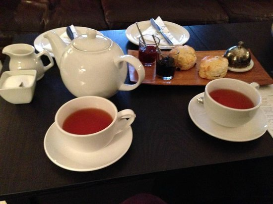 No.20 Boutique Bed and Breakfast: Tea and scones