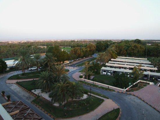 Danat Al Ain Resort: Widok na zaplecze od frontu hotelu