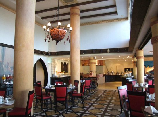 Danat Al Ain Resort : Restauracja hotelowa