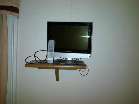 Eaton Square Hotel: tiny TV (dont worry its broken)